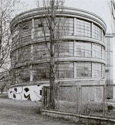 Zajezdnia Służby Zdrowia, Woronicza 19 - Powojenny Modernizm