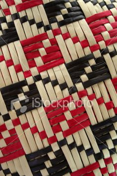'tikanga up your science' - NZ Science Teacher Flax Weaving, Willow Weaving, Paper Weaving, Weaving Art, Fabric Weaving, Embroidery Stitches, Hand Embroidery, Basket Weaving Patterns, Maori Designs