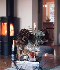 Time for WEEK'S PICTURE and what better fits than this autumnal picture of who wi Home Decor Inspiration, Home Living Room, Interior, Interior Inspiration, Home Decor, House Interior, Home Deco, Decorating Coffee Tables, Home Decor Furniture