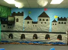 Kingdom Rock Castle Decorations, this would be awesome for VBS this year Sunday School Decorations, Class Decoration, Bible School Crafts, Sunday School Crafts, Castle Party, Medieval Party, Vbs Themes, School Murals, Ecole Art