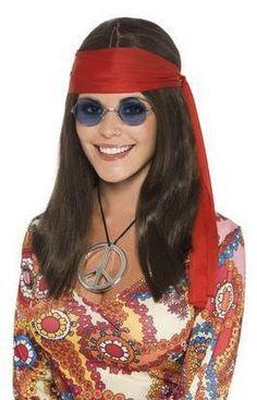 Naisten hippisetti. Sisältää peruukin, lasit, rauhanmerkin ja päänauhan.