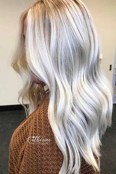 Icy Blonde Hair Color ★ Does your heart long for a change? Here are some mesmerizing winter hair colors to try on. You'll find the latest trends, like warm balayage and dark ombre, and best ideas for blondes, red-haired and for brunettes. Icy Blonde, Platinum Blonde Hair, Blonde Balayage, Ice Blonde Hair, Cool Toned Blonde Hair, Winter Blonde Hair, Brunette Hair, Blonde Hair Colors, Ice Hair