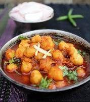 Een gerecht dat veelvuldig wordt gegeten in de Surinaams Hindoestaanse keuken. Ghoegrie zijn gebakken kikkererwten. Heerlijk en ook nog eens voedzaam. Ingrediënten: - 1 madamme jeanette peper - 1 kleine ui - 250 gram kikkererwten - 3 eetlepels olie - 2...