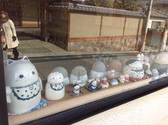 청수사(기요미즈데라)가는 길목에 있던 작은 악세서리 가게 ... 유리에 반사되어 찍힌 분에겐 죄송.