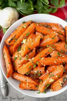 Honey garlic roasted carrots are incredibly easy and delicious. Perfect for a gorgeous Holiday dinner or weeknight supper. via Butter Your Biscuit Honey Roasted Carrots, Baked Carrots, Roasted Vegetables, Roasted Broccoli And Carrots, Honey Glazed Carrots, Vegetable Recipes, Vegetarian Recipes, Cooking Recipes, Healthy Recipes