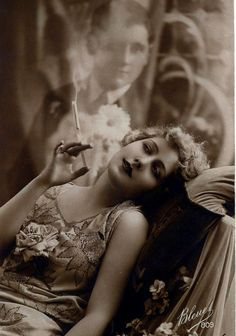 (Makeup) Sexy Sultry Smoking Woman Dreaming of Her Man From Vintage Flapper Cigarette Smoker Ad Sepia B & W Advertising Photography Photo Print Vintage Glamour, Vintage Love, Vintage Beauty, Vintage Ladies, Vintage Woman, Victorian Ladies, Vintage Travel, Victorian Era, Vintage Pictures