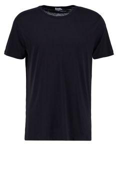 Filippa K ADRIEN TShirt basic black Premium bei Zalando.de | Material Oberstoff: 67% Lyocell, 33% Baumwolle | Premium jetzt versandkostenfrei bei Zalando.de bestellen!