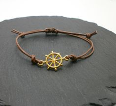 Lederarmbänder -  Zartes Lederarmband mit Steuerrad vergoldet. - ein Designerstück von Mirakel1807 bei DaWanda Etsy, Bracelets, Leather, Jewelry, Fashion, Bangles, Jewellery Making, Moda, Arm Bracelets