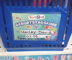 """Das großartige Blog <a href=""""http://chantalismus.tumblr.com/"""" target=""""_blank"""">Chantalismus</a> sammelt die lustigsten Heckscheiben-Aufkleber mit Kindernamen."""