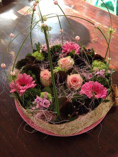 Bloementaart gemaakt tijdens workshop met Gerbera's, roosjes en pareltjes.