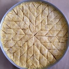 Bonjour à toutes et à tous, Comme annoncé surMa page Facebook, je partage avec vous aujourd'hui la recette de la Baklawa [recette de ma maman]. Celle-ci est beaucoup plus facile et rapide qu…