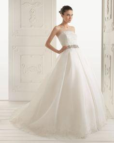 RIVERA - Vestido de organza y encaje pedrería en color natural  X11 Cinturón-broche pedrería en color plata