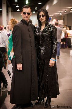 Matrix cosplay.  This would be fun to do with Dale for this year's comic con.