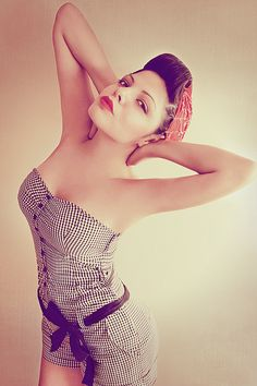 Pinup Fashion: rockabilly girl in a cute jumper.