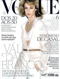 Raquel Zimmermann by Herique Gendre Vogue Brazil June 2011 Vogue Magazine Covers, V Magazine, Vogue Covers, Vogue Spain, Vogue Korea, Ronaldo, Raquel Zimmermann, Vogue Us, Fashion Cover