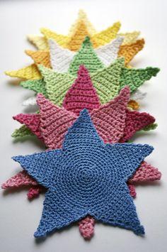 Stars Motif By Malu - Free Crochet Pattern - Pattern In Norwegian - See https://translate.google.com/translate?sl=auto&tl=en&js=y&prev=_t&hl=en&ie=UTF-8&u=http%3A%2F%2Fmalu-maluba.blogspot.nl%2Fp%2Fhekleoppskrift-pa-stjerner.html For English Pattern Translation And Then See http://www.bekkibjarnoll.com/p/translation-usa.html For English Translation Of Norwegian Crochet Stitches And Terms - (malu-maluba.blogspot)