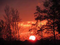 Avond rood met de ondergaande zon.