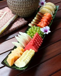 ผลไม้รวมมิตร (assorted fruits platter) Ruen Mallika Royal Thai Cuisine