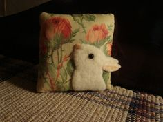 PRIMITIVE ~ ANTIQUE QUILT BACK RABBIT MINI PILLOW  ~ ORIGINAL FOLK ART