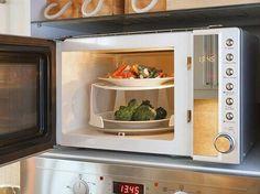 Tässä artikkelissa tutustumme siihen, minkälaisia vaikutuksia ruuan mikrolämmittämisellä voi olla ruokaan ja ruuan syöjään.