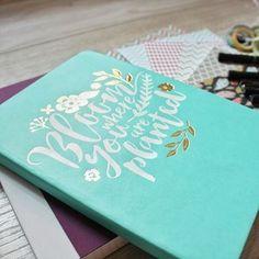 """""""Bloom where you are planted"""" 💙 Na blogu przegląd notesów w kropki - dla mnie idealne do #bulletjournal ! Link w opisie ⬆⬆⬆ PS. Dlaczego najbardziej urocze notesy są zawsze w linie?! • • • #notes #notebook #noteswkropki #dottedgrid #notesywkropki #bulletjournaling  #bujo #bujojunkies #bulletjournalpolska #agwordsandcrafts #nowywpisnablogu #polishblogger #stationery #stationerysupplies #stationerylove"""