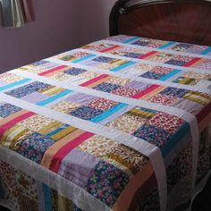 Patchwork quilts, Quilts, Fabric scraps, New baby crafts, Square quilt… Patchwork Quilts For Sale, Patchwork Quilting, Scrappy Quilts, Easy Quilts, Quilting Tips, Quilting Projects, Quilting Designs, Sewing Projects, Denim Patchwork