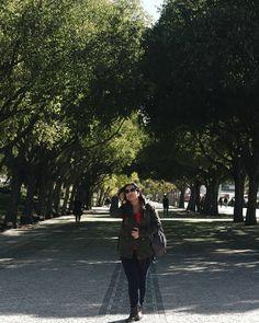 Fotografia aliada a viagens são realmente a minha paixão 💜 Portugal é um lugar maravilhoso, voltaria para conhecer tudo o que não deu tempo. Esta foto foi tirada no Parque Eduardo VII. Era novembro, a estação outono, mas já sentia como inverno.