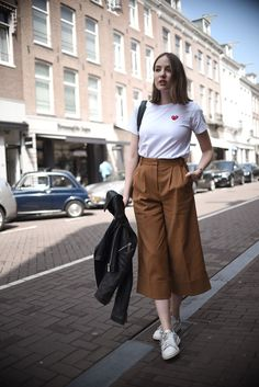 Minimalist style clothing for summer 9 Korean Outfits, Trendy Outfits, Cute Outfits, Fashion Outfits, Korean Outfit Summer, Fashion Fashion, Square Pants Outfit Casual, Square Pants Ootd, Hijab Style