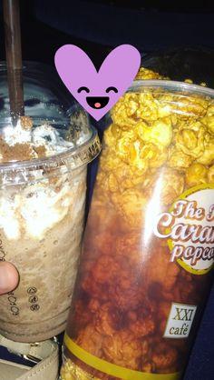 Ice chocolate blande + popcorn caramel = ♥️ Food N, Food And Drink, Snap Food, Tumblr Food, Food Snapchat, Midnight Snacks, Food Goals, Malang, Food Photo
