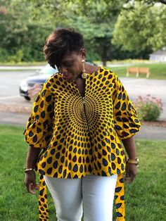 Couffure cheveux courts Ankara Tops Habit: When Playing Turns into a Downside Whereas most individua African Wear Dresses, African Fashion Ankara, Latest African Fashion Dresses, African Print Fashion, African Attire, African Blouses, African Tops, Ankara Tops Blouses, Ankara Mode