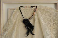 collarino ÉPOQUE - cod. 01 - cristalli perle di resina e piume neckband ÉPOQUE - crystals resin beads and feathers http://www.lacortevenezia.it/