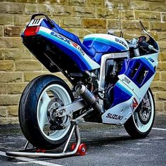 Suzuki Gsx R, Gsxr 1100, Old Skool, Sport Bikes, Cars And Motorcycles, Motorbikes, Racing, Classic, Vehicles