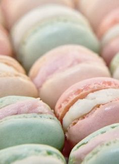 ♥♥Still yet to have a macaroon... always look fab though, pastel or dark!