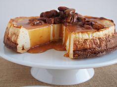 Cheesecake so slaným karamelom a pekanovými orieškami + vanilková giveaway Baking Recipes, Cake Recipes, Salted Caramel Cheesecake, Food Photography Props, Cake Blog, Allrecipes, Food Inspiration, Tasty, Cooking
