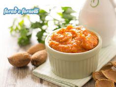 Il pesto di zucca è una ricetta semplice e sfiziosa, da preparare in anticipo per condire pasta, crostini, etc, o da usare come dip per i vostri aperitivi.