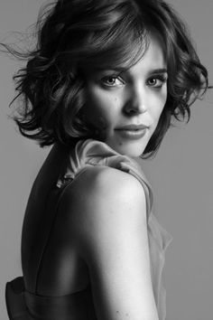 Rachel McAdams... Lovin' her short hair. Should I stop growing out the locks and do this?