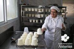 Conocer los más de 40 quesos de Asturias será un viaje apasionante; degustarlos, una experiencia inolvidable. Si quieres conocer multitud de experiencias gastronómicas para vivir en Asturias, te recomendamos que visites www.saboreandoasturias.org