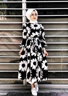 Gen tesettr lamia giyim orange buckles shoulder strap muslim girls fashion casual maxi dress source by buckles casual dress fashion fashion dresses muslim girls maxi muslim orange shoulderstrap Islamic Fashion, Muslim Fashion, Modest Fashion, Fashion Outfits, Hijab Mode, Abaya Mode, Hijab Style Dress, Casual Hijab Outfit, Moda Hijab