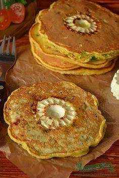Pancakes cu Branza si legume ideal pentru o gutare sau pentru un mic dejun pentru toata familia. Puteti prepara compozitia de cu seara si dimineata doar sa le coaceti si sa le serviti celor dragi.  Pancakes cu Branza: 125 g faina alba, 125 ml lapte, 1ou , 25 ml ulei, 1/2 lingurita sare, 1