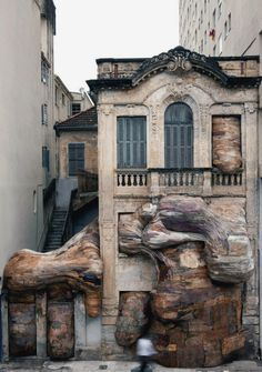 Henrique Oliveira- Monster House (2009) - Recycled plywood and PVC pipe