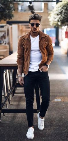 15 Easy Mens Fashion Casual Tricks For A Sharper Look! Why mens fashion casual matters? Because no one likes to look boring! But what are the best mens fashion casual tips out there that can help you […] Fall Outfits, Casual Outfits, Men Casual, Work Casual, Smart Casual, Look Casual Hombre, Mode Man, Brown Leather Strap Watch, Best Mens Fashion