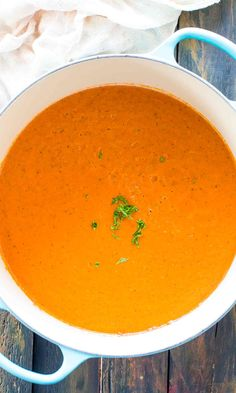 Panera Bread Creamy Tomato Soup Copycat is the chain's classic, famous, creamy soup that will warm your soul and make your taste buds happy. Cream Of Tomato Soup, Tomato Bisque, Tomato Basil Soup, Tomato Tomato, Panera Tomato Soup Recipe, Tomato Soup Recipes, Chicken Recipes, Panera Bread, Pureed Soup