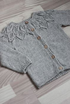 Diy Crafts - Ravelry: Project Gallery for Bella pattern by Lene Holme Samsøe Kids Knitting Patterns, Baby Sweater Patterns, Baby Cardigan Knitting Pattern, Knitted Baby Cardigan, Knitting For Kids, Baby Patterns, Brei Baby, Lidia Crochet Tricot, Baby Sweaters
