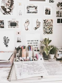 i would honestly love if my desk looked like this// (college desk organization diy)