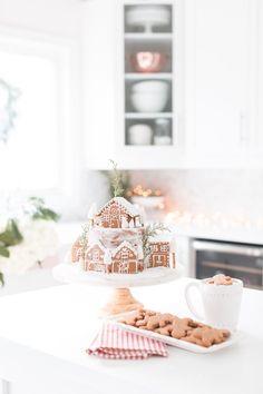 Craftberry Bush | Classic Gingerbread Cake | http://www.craftberrybush.com