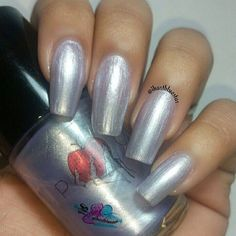 Swatch:  @poisonapplecosmetics ICY AIR, a silver frost polish with purple shimmer.  Swatched here is 3 thin coats no undies with top coat.  Check out and follow @poisonapplecosmetics for other 5free, vegan polishes!