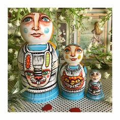 Beautifully bizarre Alice in Wonderland nesting dolls. Set of | Etsy Fineliner Pens, Puppet Making, Matryoshka Doll, Lewis Carroll, Cheshire Cat, Alice In Wonderland, Spirals, Painted Boards, Amazing Decor
