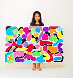 So proud of her finished BIG art inspired by Matisse ❤️ Love how she made it her own by adding our family's initials (do you spy the red A, T and K? 😘) You can see how we made it with tutorial on the site 💛 (P.S. thank you all for your kind words about my book launch in last post. Still responding to each comment but just want to let you know how grateful I am for your support!) ❤️💛💚💜 Happy Saturday!