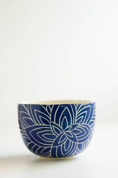 Cuenco flor de loto azul - comprar online Ceramic Teapots, Ceramic Clay, Ceramic Painting, Ceramic Artists, Ceramic Bowls, Pottery Bowls, Ceramic Pottery, Pottery Art, Pottery Painting Designs
