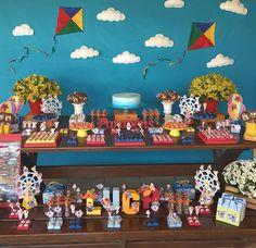 O mundo de Bita, produzido com muito amor para o 1 ano do luca #lucafaz1 #festademenino #party #festabita #omundodebita #decoração #decor #festa #partytime #pipas #flores #flowers #jrrdecor #cake #bluecake #sorocaba #pic #foto #photo
